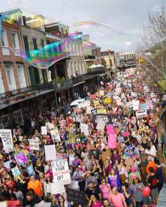 womens-march-on-decatur-with-giant-bubble